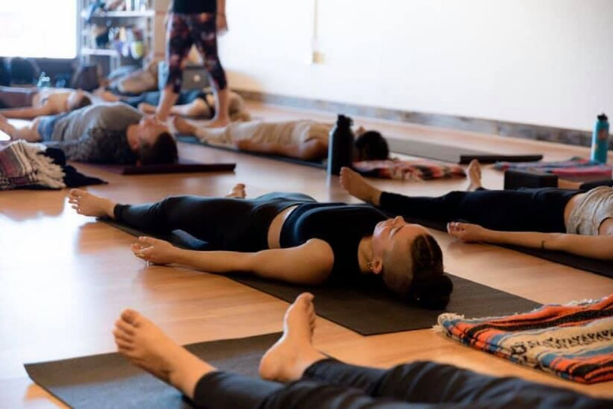 Spanish Yoga Beginners At The Uprising Yoga Art And Community Center Read Reviews And Book Classes On Classpass