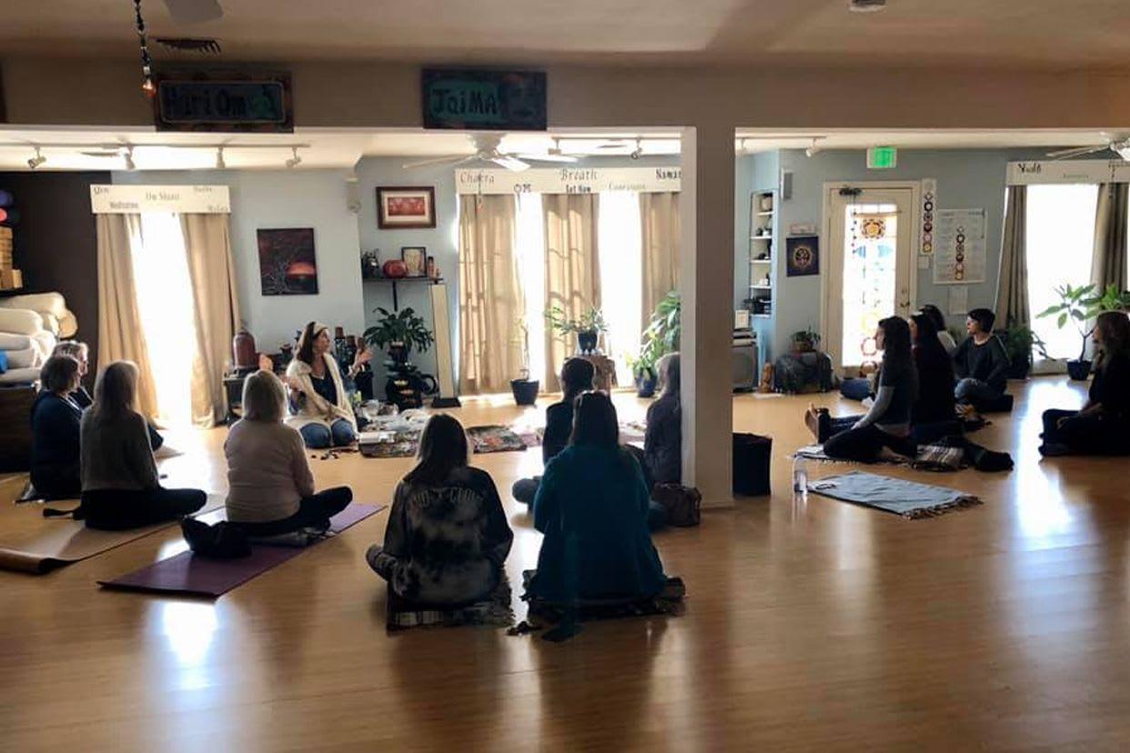 Blue Anjou Yoga Meditation Center Read Reviews And Book Classes On Classpass